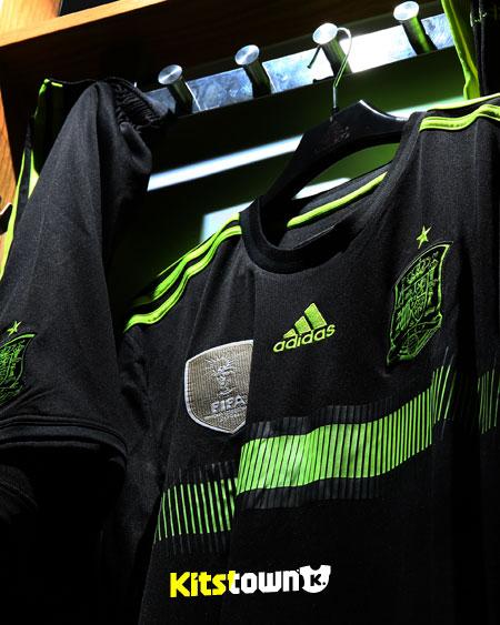 西班牙国家队2014世界杯客场球衣 © kitstown.com 球衫堂