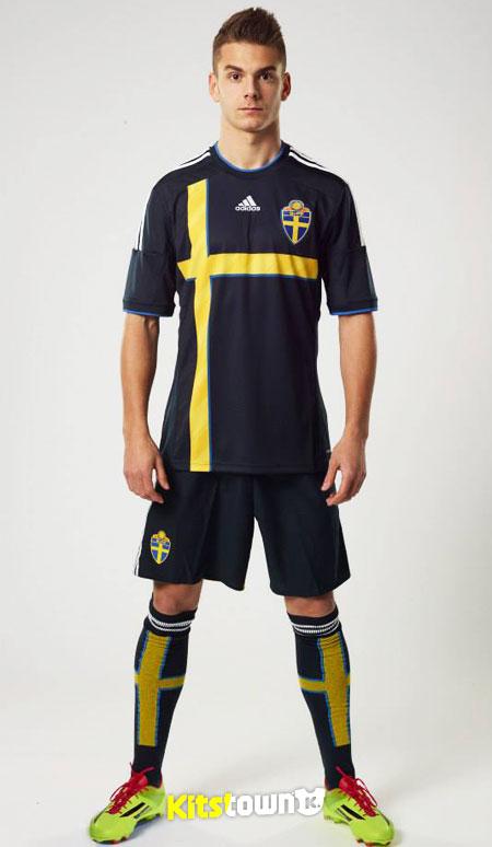 瑞典国家队2014-15赛季客场球衣 © kitstown.com 球衫堂