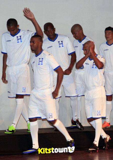 洪都拉斯国家队2014世界杯主客场球衣 © kitstown.com 球衫堂