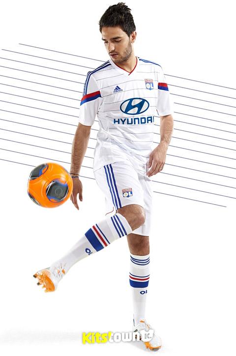 里昂2014-15赛季主场球衣 © kitstown.com 球衫堂