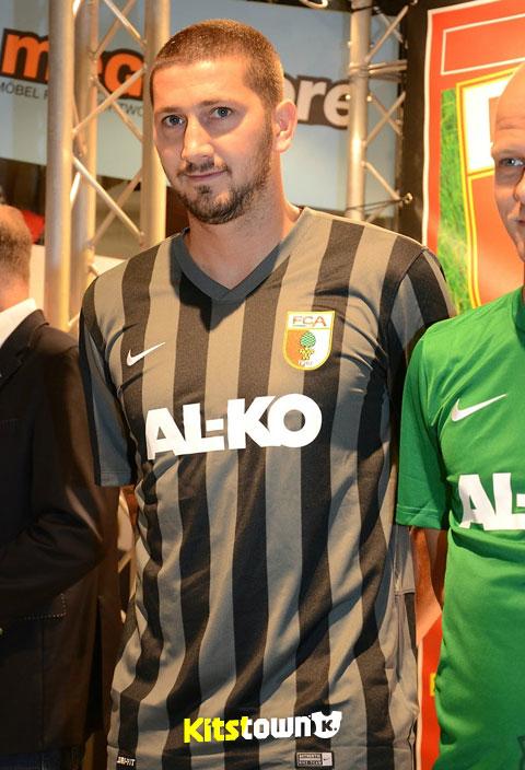 奥格斯堡2014-15赛季主客场球衣 © kitstown.com 球衫堂