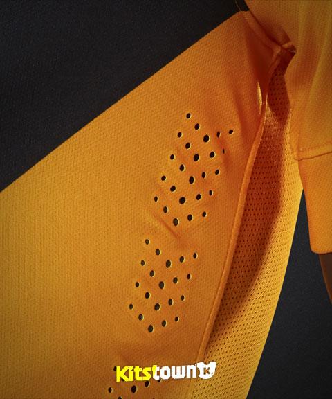 凯泽酋长2014-15赛季主客场球衣 © kitstown.com 球衫堂