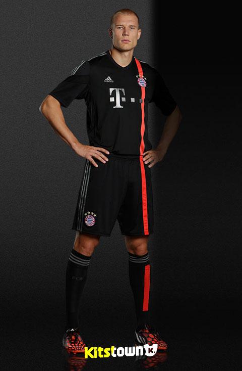 拜仁慕尼黑2014-15赛季欧冠联赛球衣图片