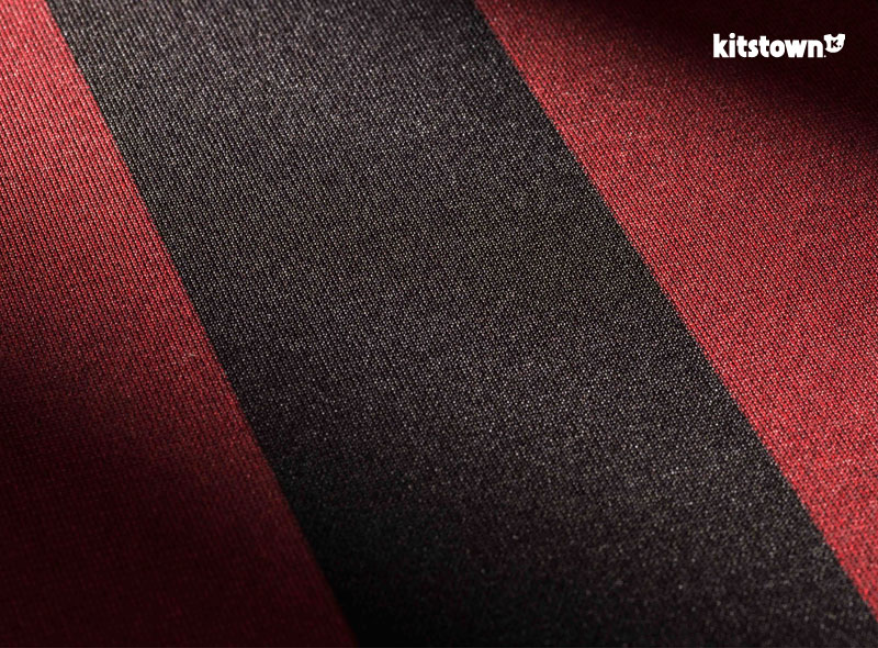 AC米兰2015-16赛季主场球衣 © kitstown.com 球衫堂