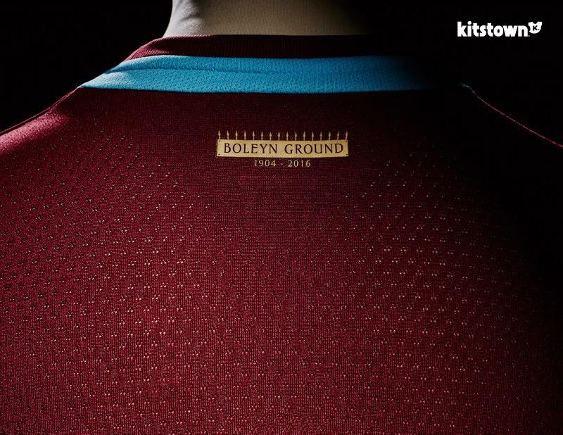 西汉姆联2015-16赛季主场球衣 © kitstown.com 球衫堂