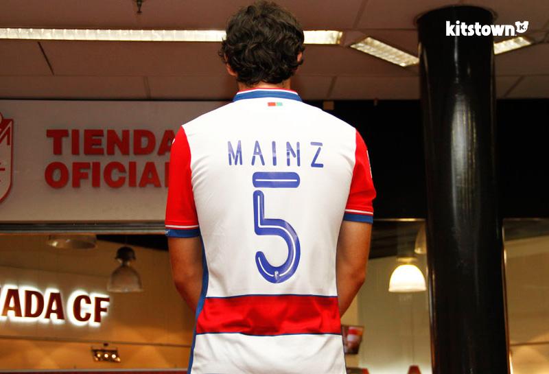 格拉纳达2015-16赛季主客场球衣 © kitstown.com 球衫堂