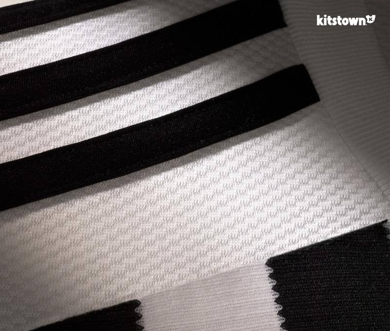 尤文图斯2015-16赛季主客场球衣 © kitstown.com 球衫堂