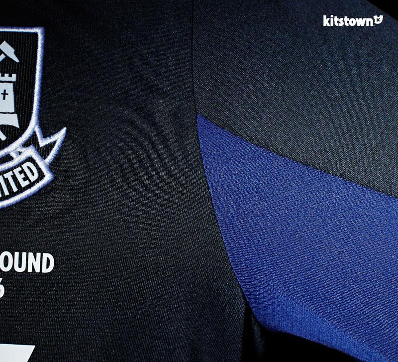 西汉姆联2015-16赛季第二客场球衣 © kitstown.com 球衫堂