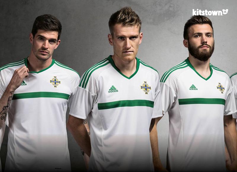 北爱尔兰代表队2016年客场球衣 © kitstown.com 球衫堂