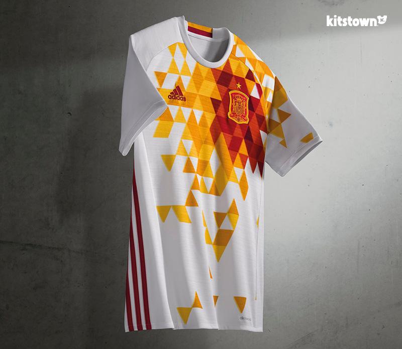 西班牙国家队2016欧洲杯客场球衣 © kitstown.com 球衫堂