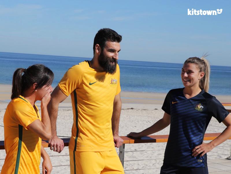 澳大利亚国家队2016-17赛季主客场球衣 © kitstown.com 球衫堂