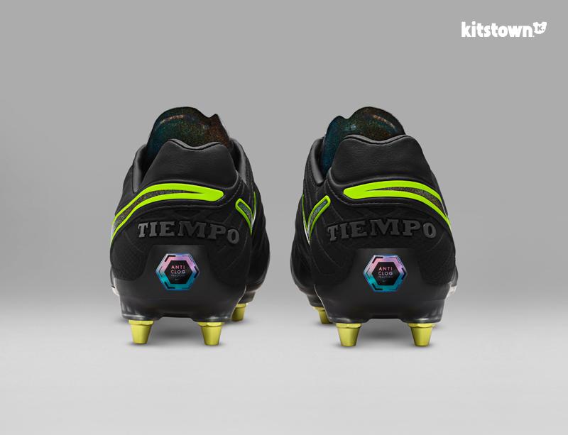 耐克推出阻止泥土堵塞鞋底的Anti-Clog Traction技术 © kitstown.com 球衫堂