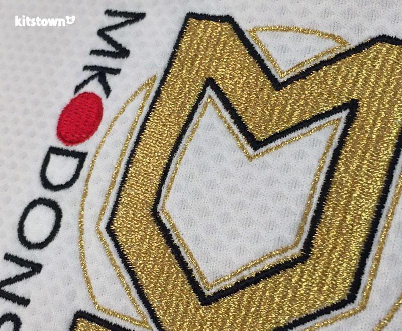 米尔顿凯恩斯2016-17赛季主客场球衣 © kitstown.com 球衫堂