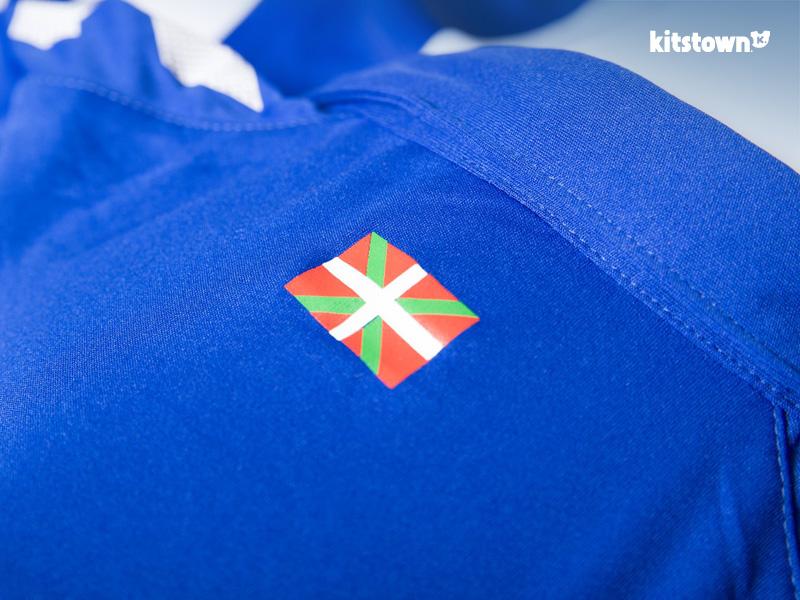 阿拉维斯2016-17赛季主客场球衣 © kitstown.com 球衫堂