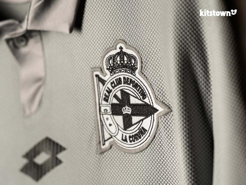拉科鲁尼亚2016-17赛季第二客场暨俱乐部成立110周年纪念球衣 © kitstown.com 球衫堂