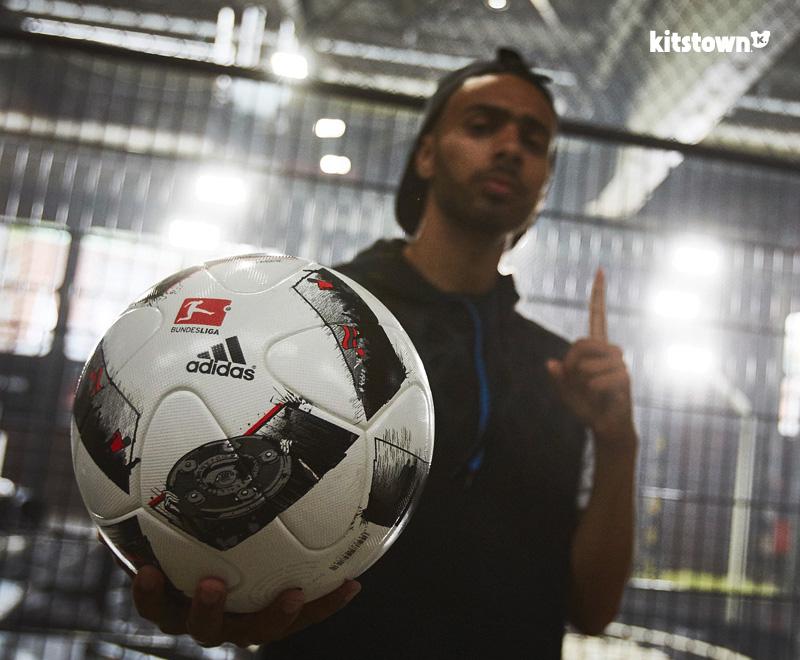 进球工厂—2016-17赛季德甲联赛官方比赛用球 © kitstown.com 球衫堂