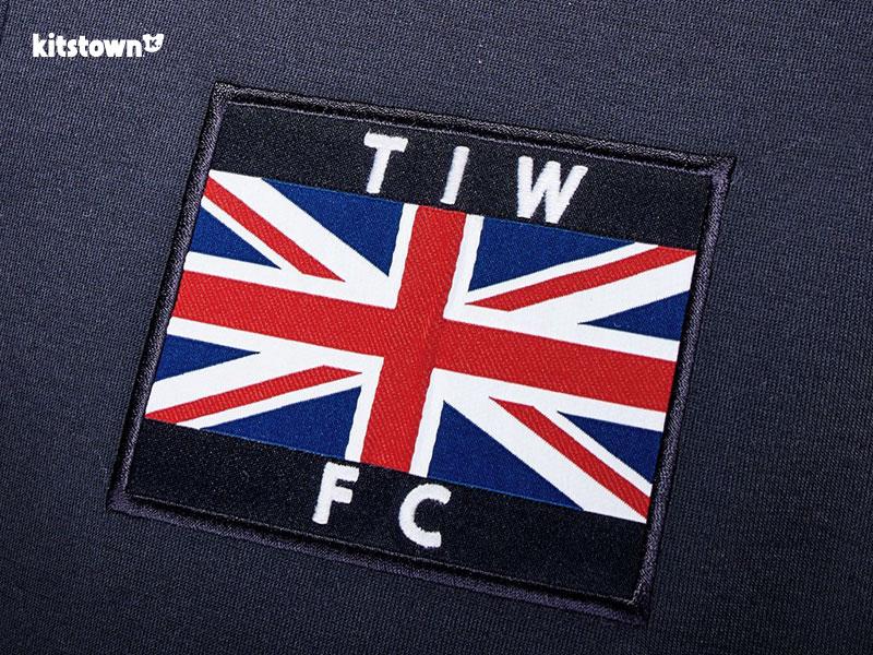 西汉姆联'泰晤士铁厂俱乐部'纪念球衣 © kitstown.com 球衫堂
