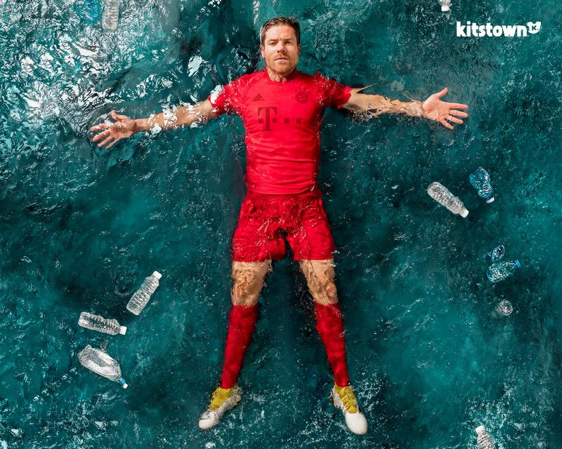 """皇家马德里和拜仁慕尼黑""""adidas x Parley""""主场球衣 © kitstown.com 球衫堂"""