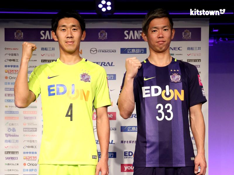 广岛三箭2017赛季主客场球衣 © kitstown.com 球衫堂