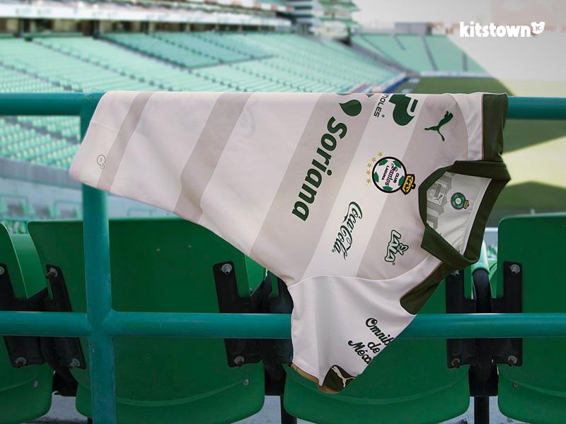 桑托斯拉古纳2017赛季第二客场球衣 © kitstown.com 球衫堂