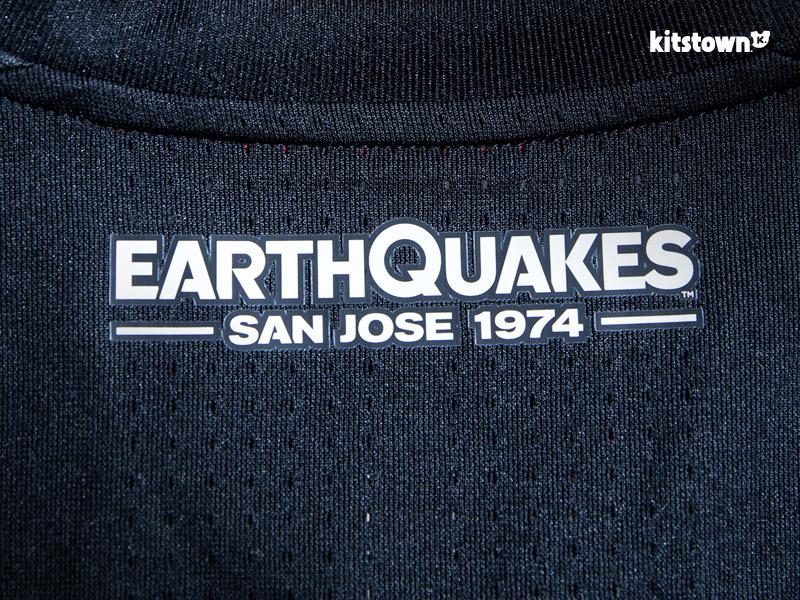 圣何塞地震2017赛季主场球衣 © kitstown.com 球衫堂