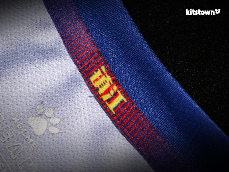 镇江华萨2017赛季主客场球衣 © kitstown.com 球衫堂