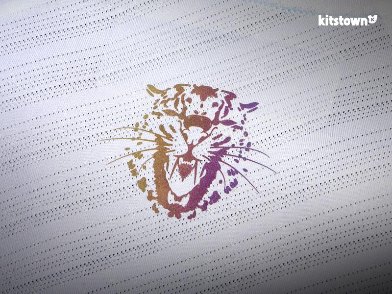 新疆天山雪豹2017赛季主客场球衣 © kitstown.com 球衫堂