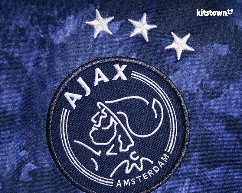 阿贾克斯2017-18赛季客场球衣 © kitstown.com 球衫堂