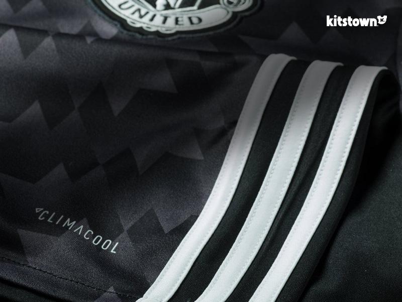 曼彻斯特联2017-18赛季客场球衣 © kitstown.com 球衫堂