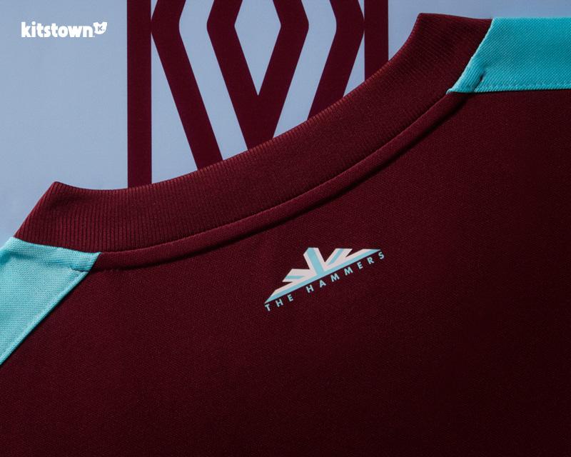 西汉姆联2017-18赛季主场球衣 © kitstown.com 球衫堂