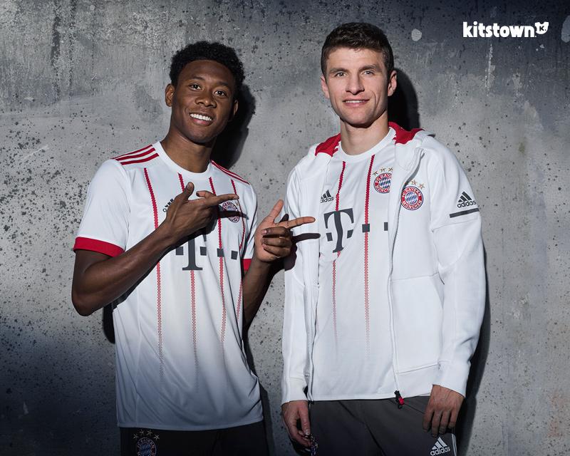 拜仁慕尼黑2017-18赛季第二客场球衣 © kitstown.com 球衫堂
