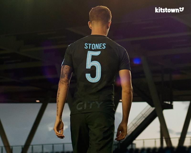 曼彻斯特城2017-18赛季第二客场球衣 © kitstown.com 球衫堂
