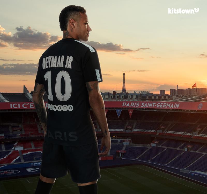 巴黎圣日耳曼2017-18赛季第二客场球衣 © kitstown.com 球衫堂