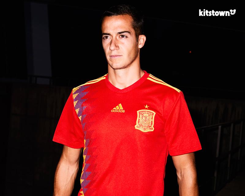 西班牙国家队2018世界杯主场球衣 © kitstown.com 球衫堂