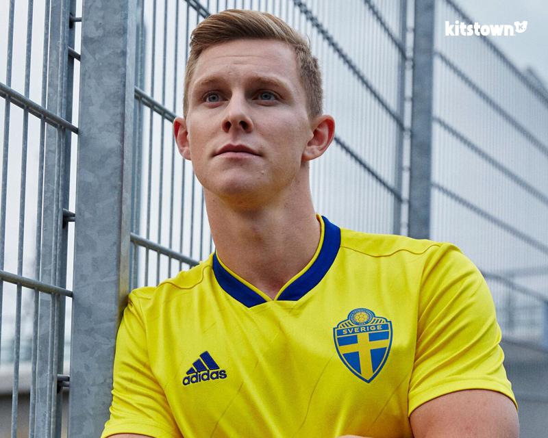 瑞典国家队2018赛季主场球衣 © kitstown.com 球衫堂