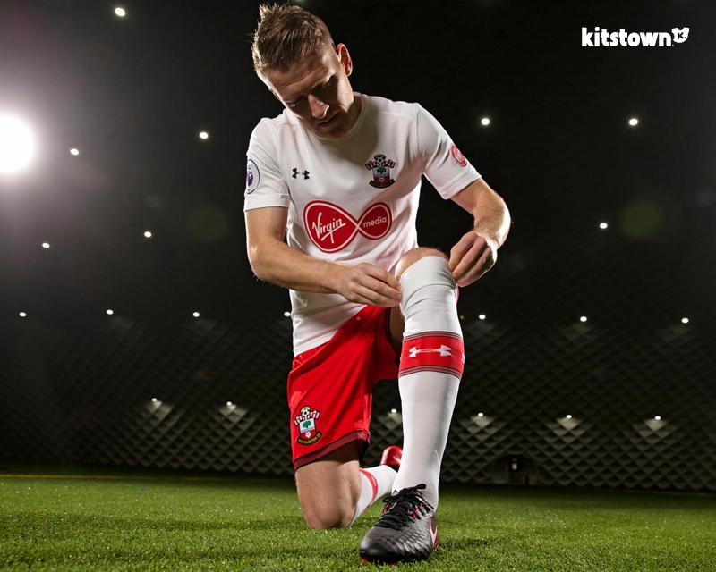南安普顿2017-18赛季第二客场球衣 © kitstown.com 球衫堂