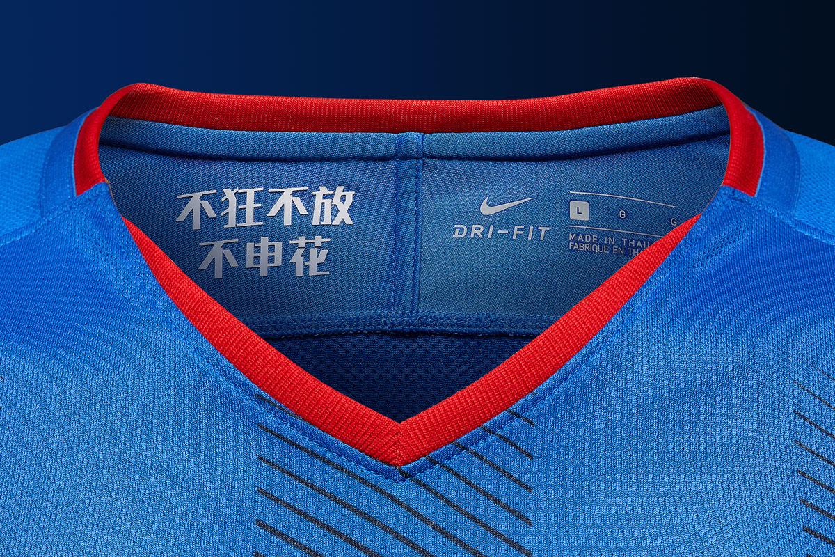 上海绿地申花2018赛季主场球衣 © kitstown.com 球衫堂