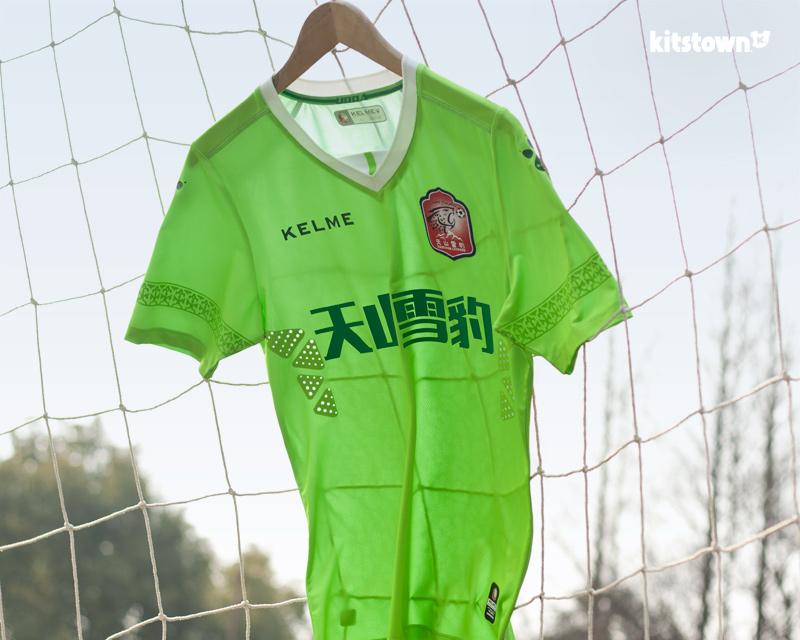 新疆天山雪豹2018赛季主客场球衣 © kitstown.com 球衫堂