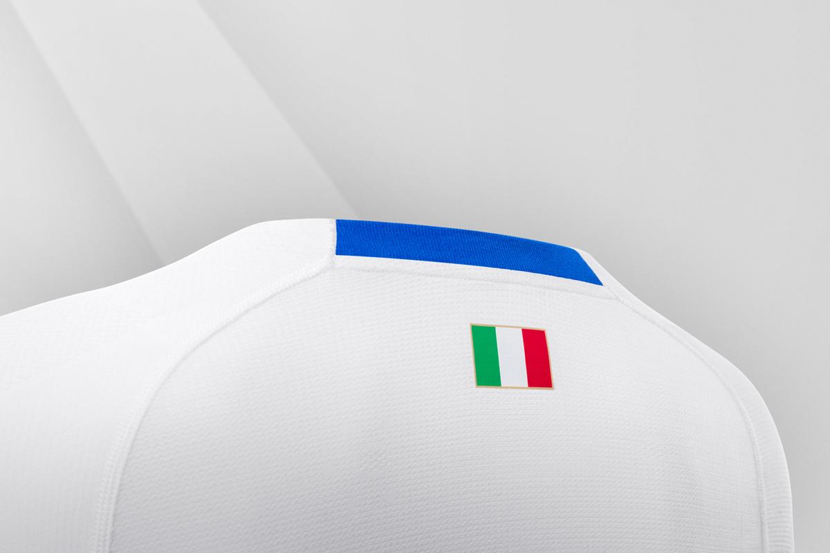 意大利国家队2018赛季客场球衣 © kitstown.com 球衫堂