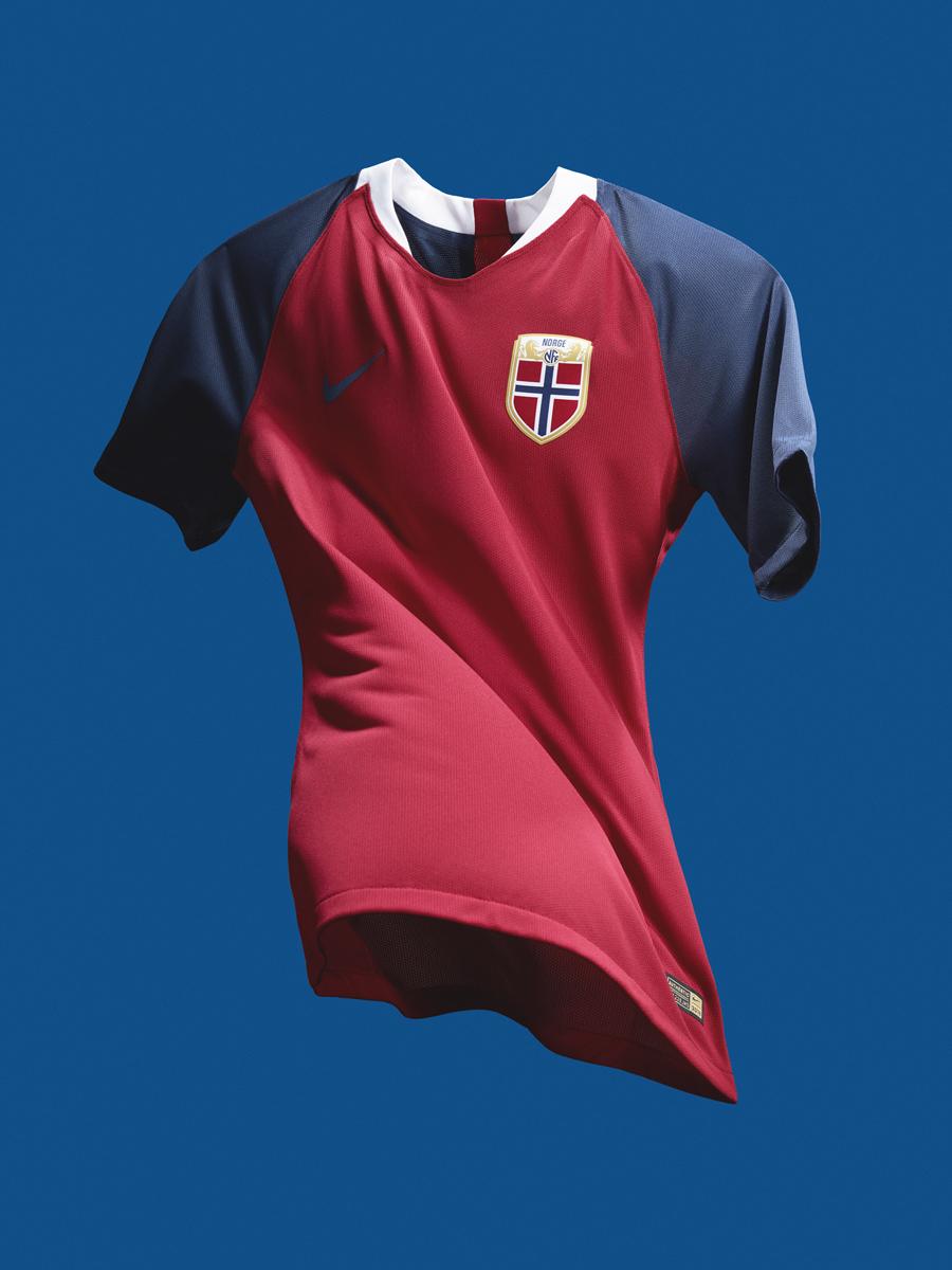 挪威国家队2018赛季主客场球衣 © kitstown.com 球衫堂
