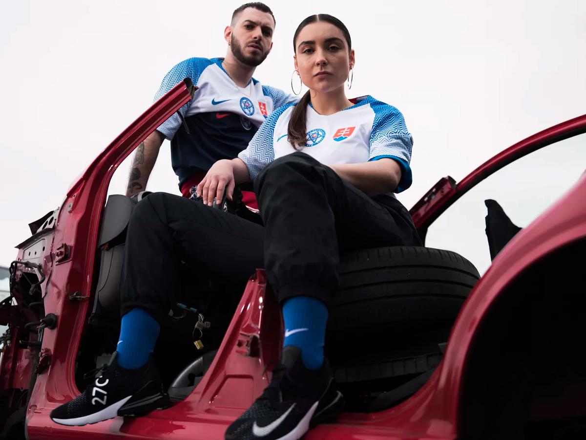 斯洛伐克国家队2018赛季主客场球衣 © kitstown.com 球衫堂