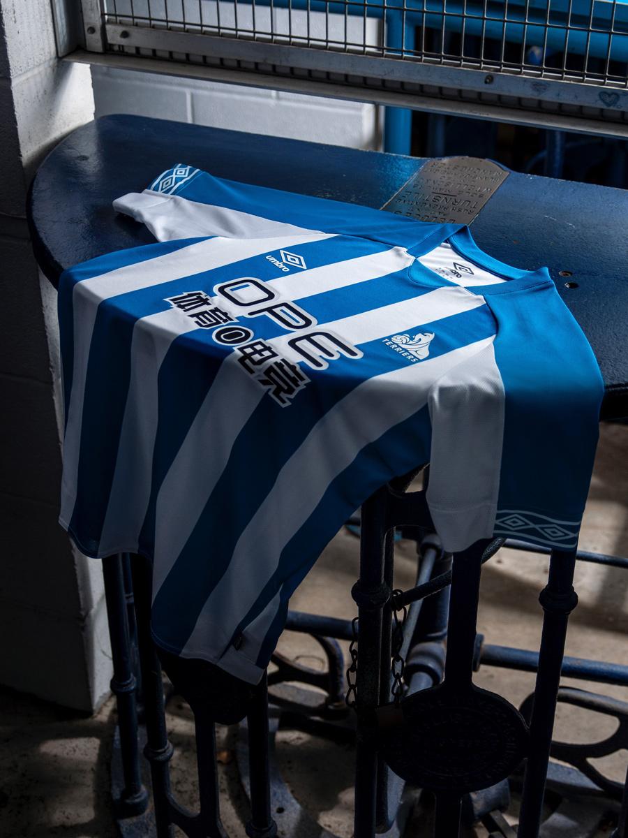 哈德斯菲尔德2018-19赛季主场球衣 © kitstown.com 球衫堂