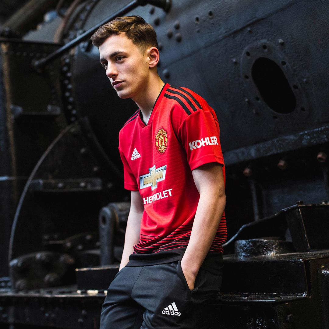 曼彻斯特联2018-19赛季主场球衣 © kitstown.com 球衫堂