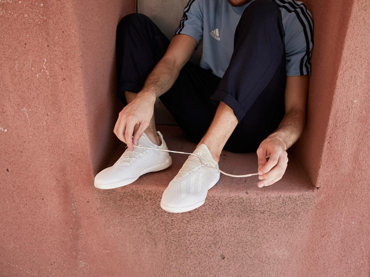 阿迪达斯发布全新配色幻影系列战靴 © kitstown.com 球衫堂