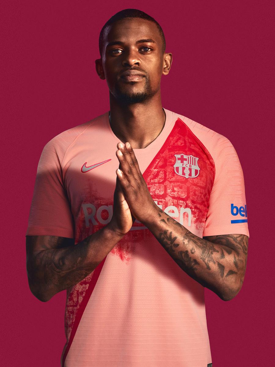 巴塞罗那2018-19赛季第二客场球衣 © kitstown.com 球衫堂