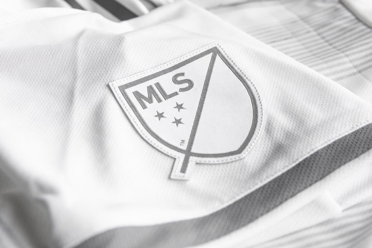 洛杉矶FC 2019-20赛季客场球衣 © 球衫堂 kitstown