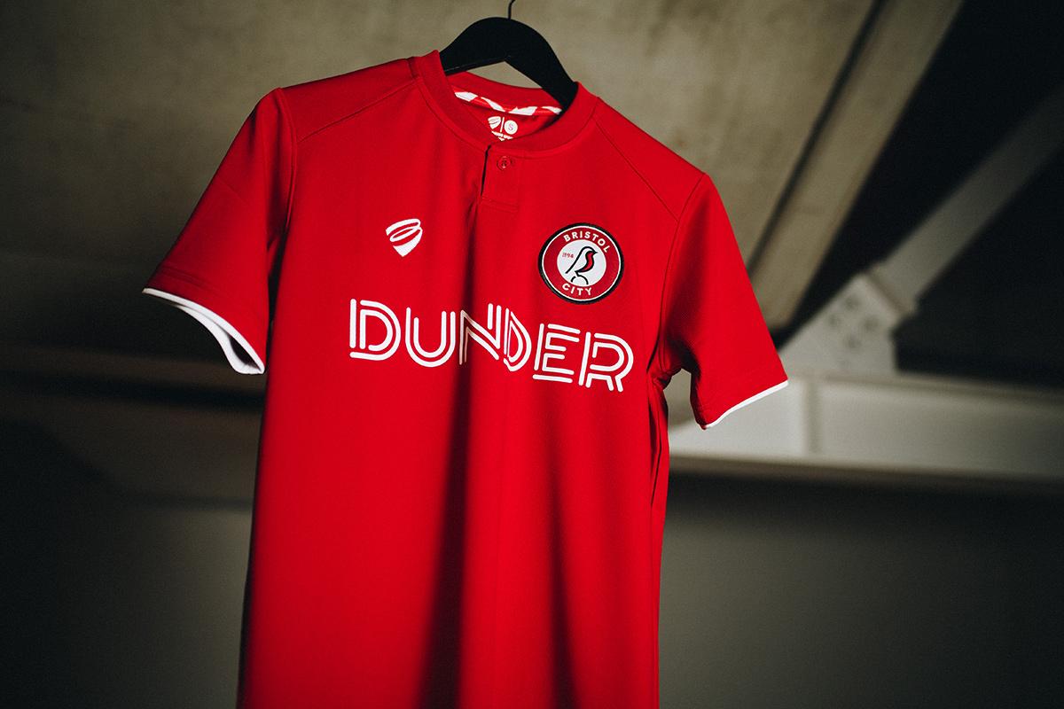 布里斯托尔城推出全新俱乐部徽章及2019-20赛季主场球衣 © 球衫堂 kitstown