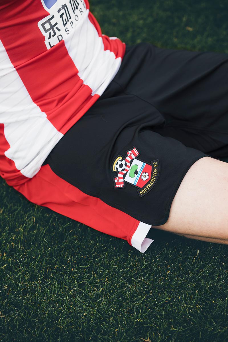 南安普顿2019-20赛季主客场球衣 © 球衫堂 kitstown