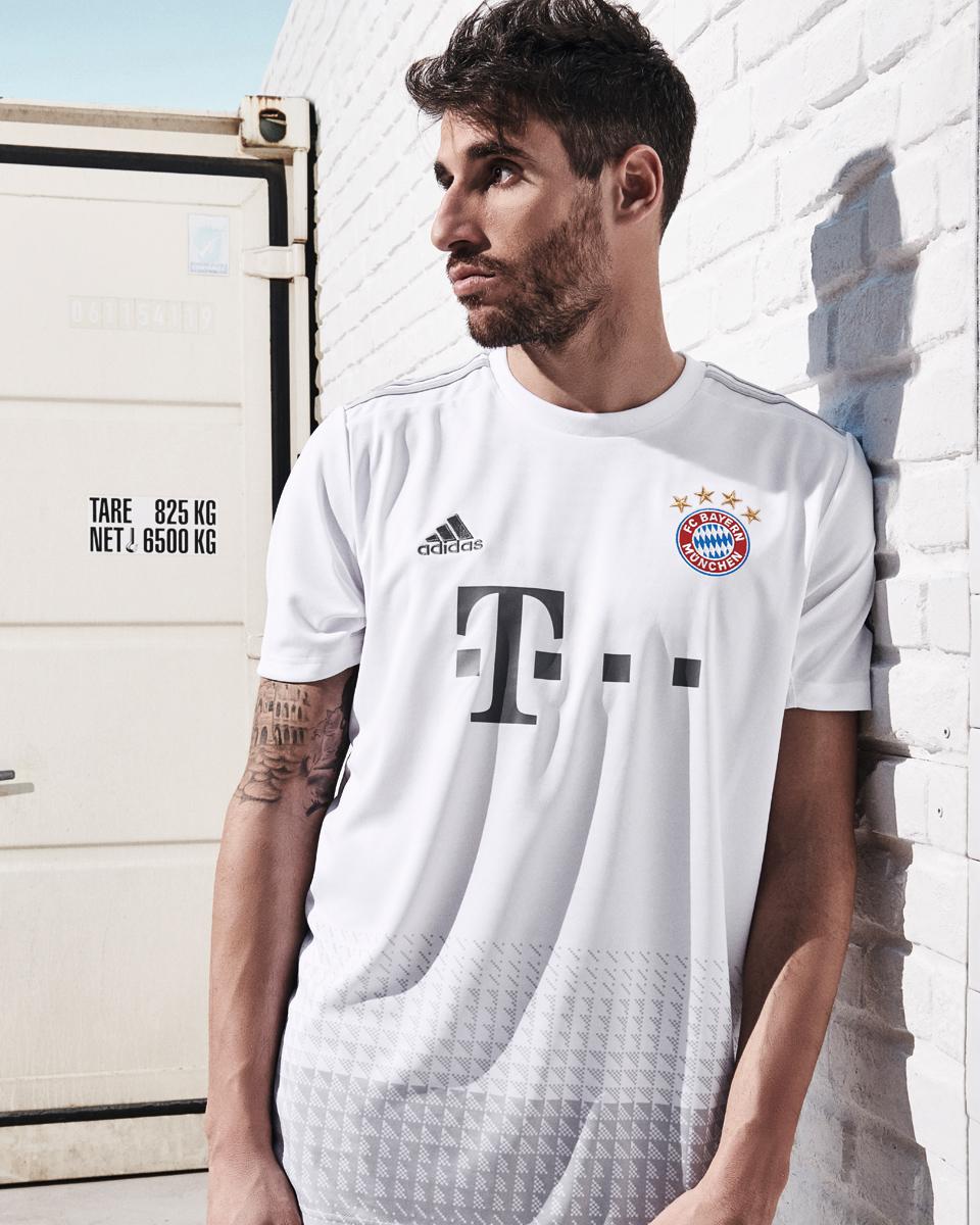 拜仁慕尼黑2019-20赛季客场球衣 © 球衫堂 kitstown