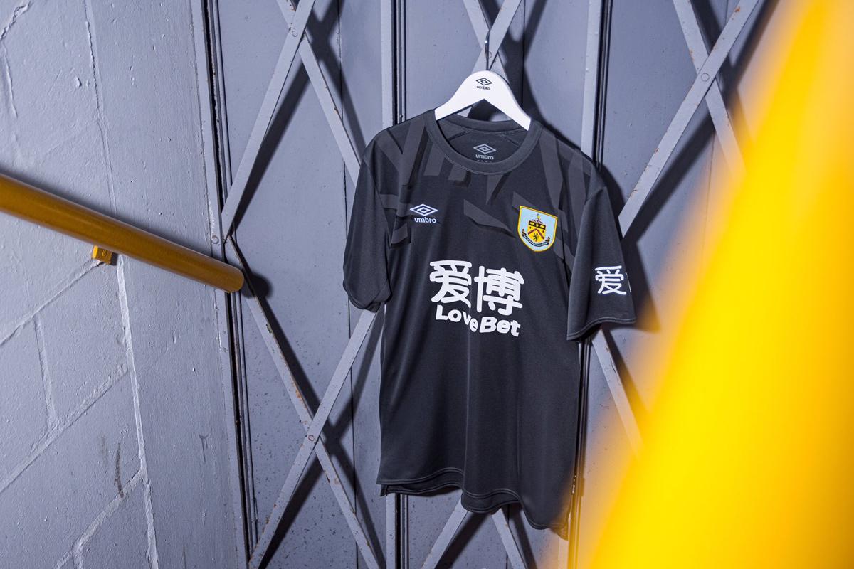 伯恩利2019-20赛季主场球衣 © 球衫堂 kitstown